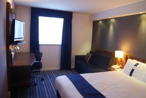 Holiday Inn Express Gatwick Airport room