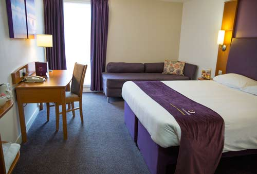 Premier Inn Heathrow Airport room