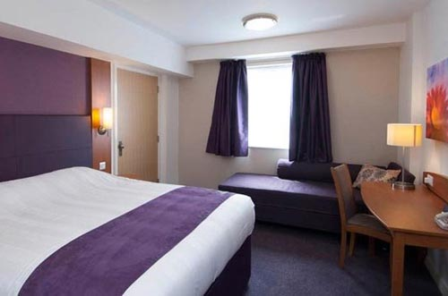 Premier Inn Stansted Airport room