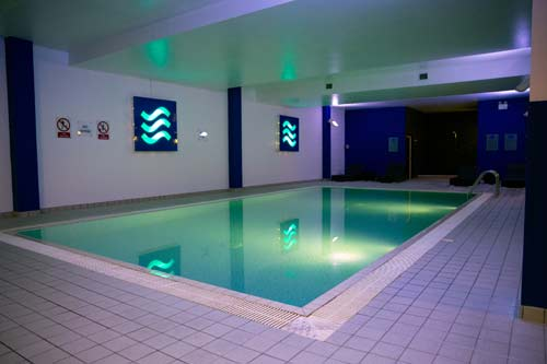 Radisson Blu Stansted Airport pool