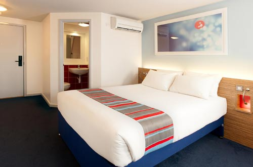 Travelodge Stansted Airport room